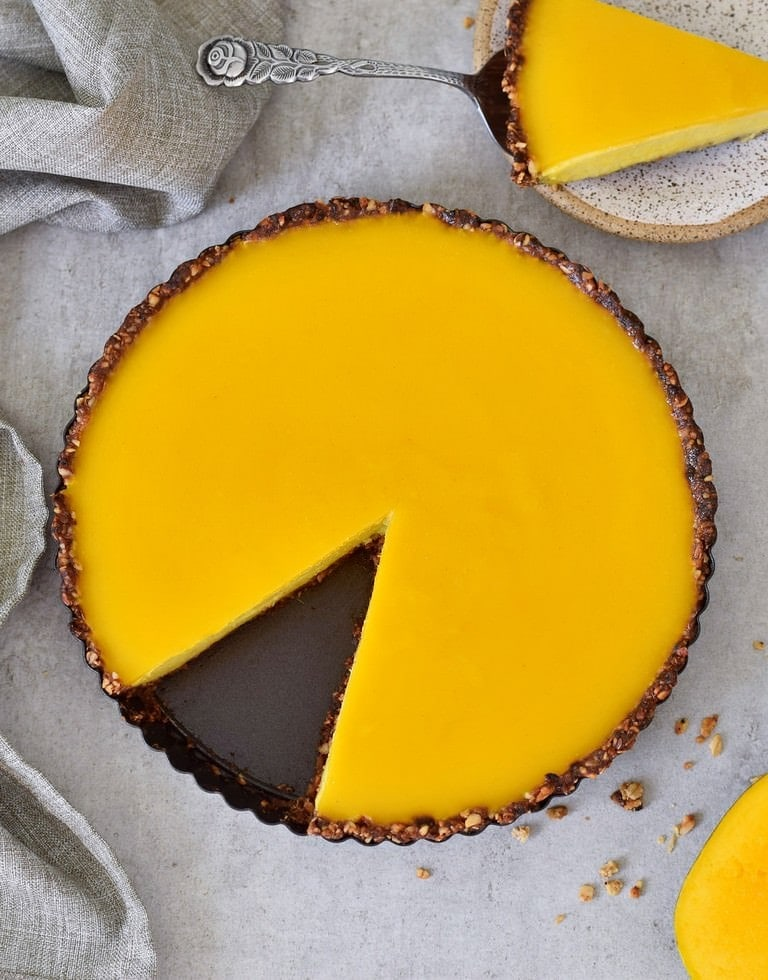 healthy mango pie with vegan jelly and gluten-free granola crust