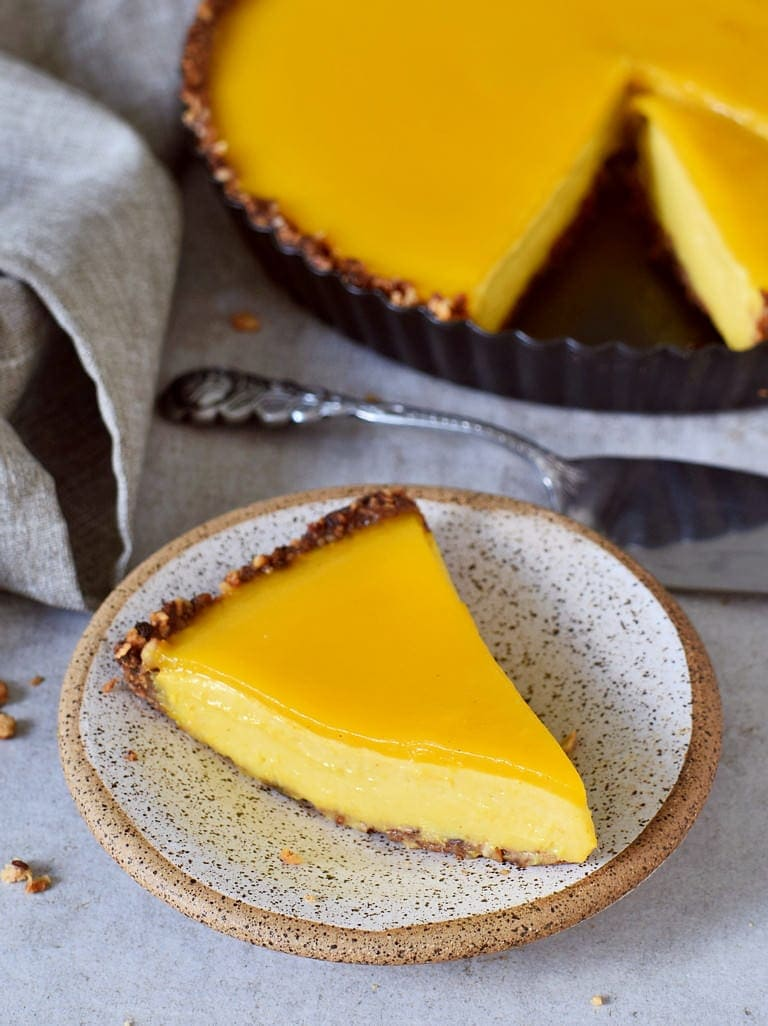 mango cheesecake tart with vegan jelly