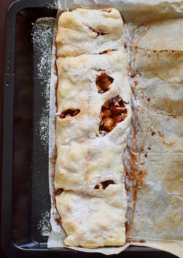 easy apple strudel from above