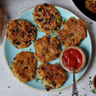 6 vegan rosti on a turquoise plate