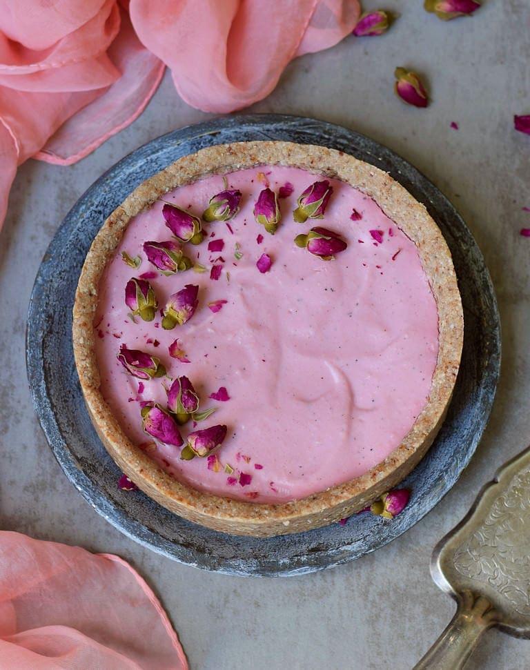 Veganer rosaner Cheesecake von oben