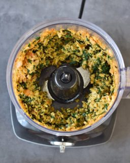 processed spinach and chickpeas in a food processor
