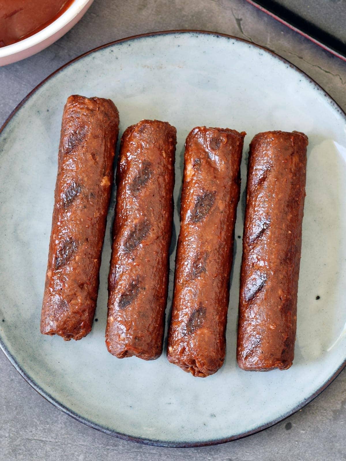 4 pan-fried vegetarian sausages