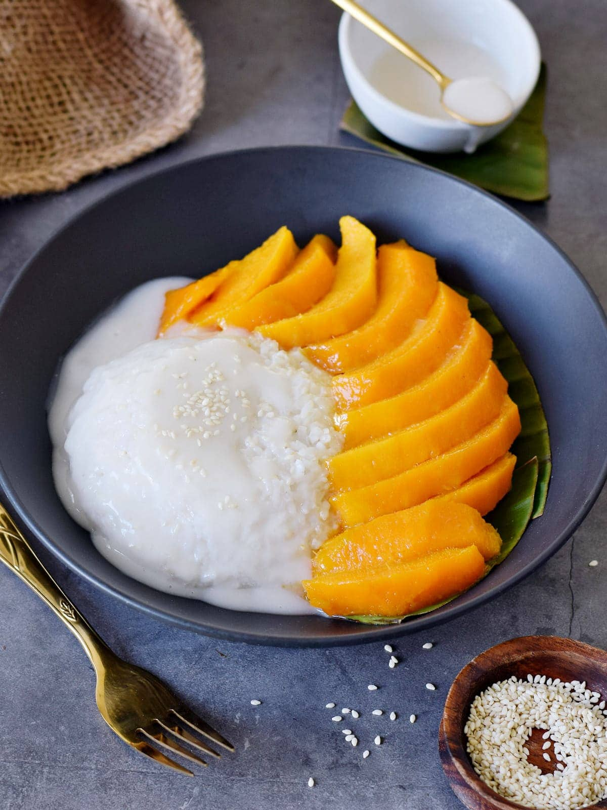 sweet rice with coconut and mangoes