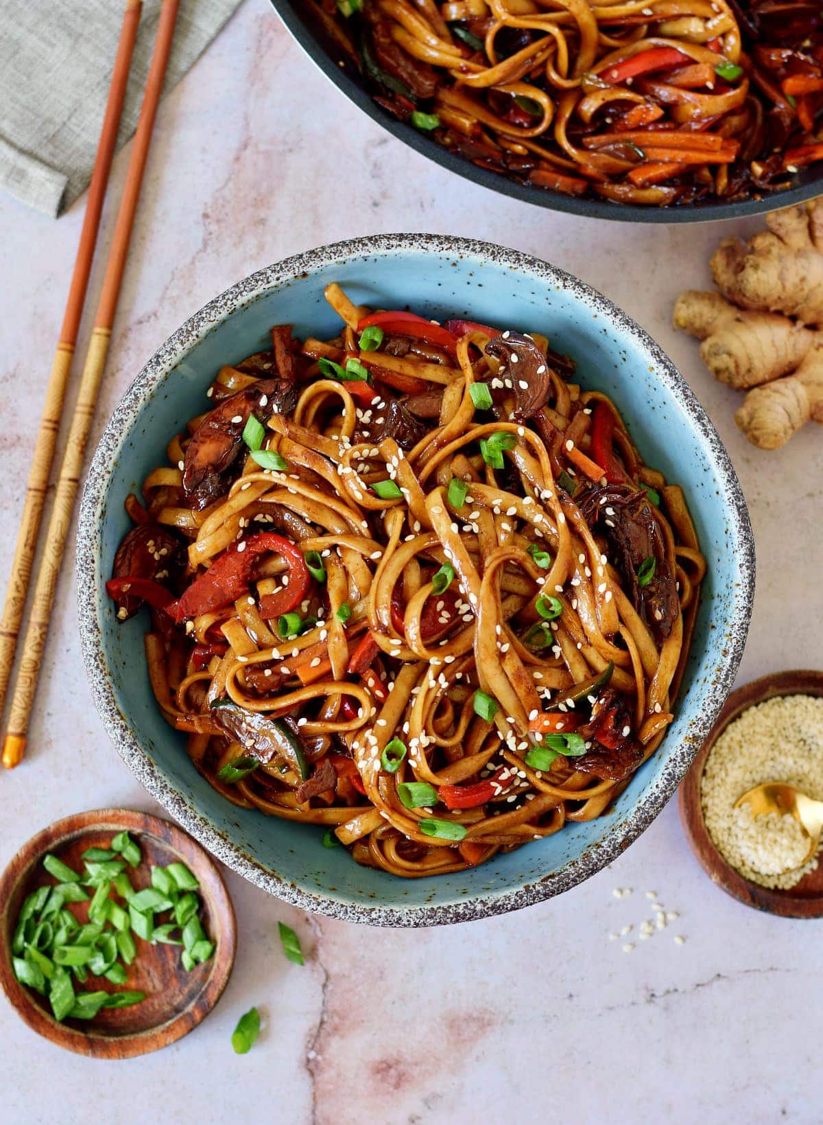 vegetable stir fry noodles in bowl