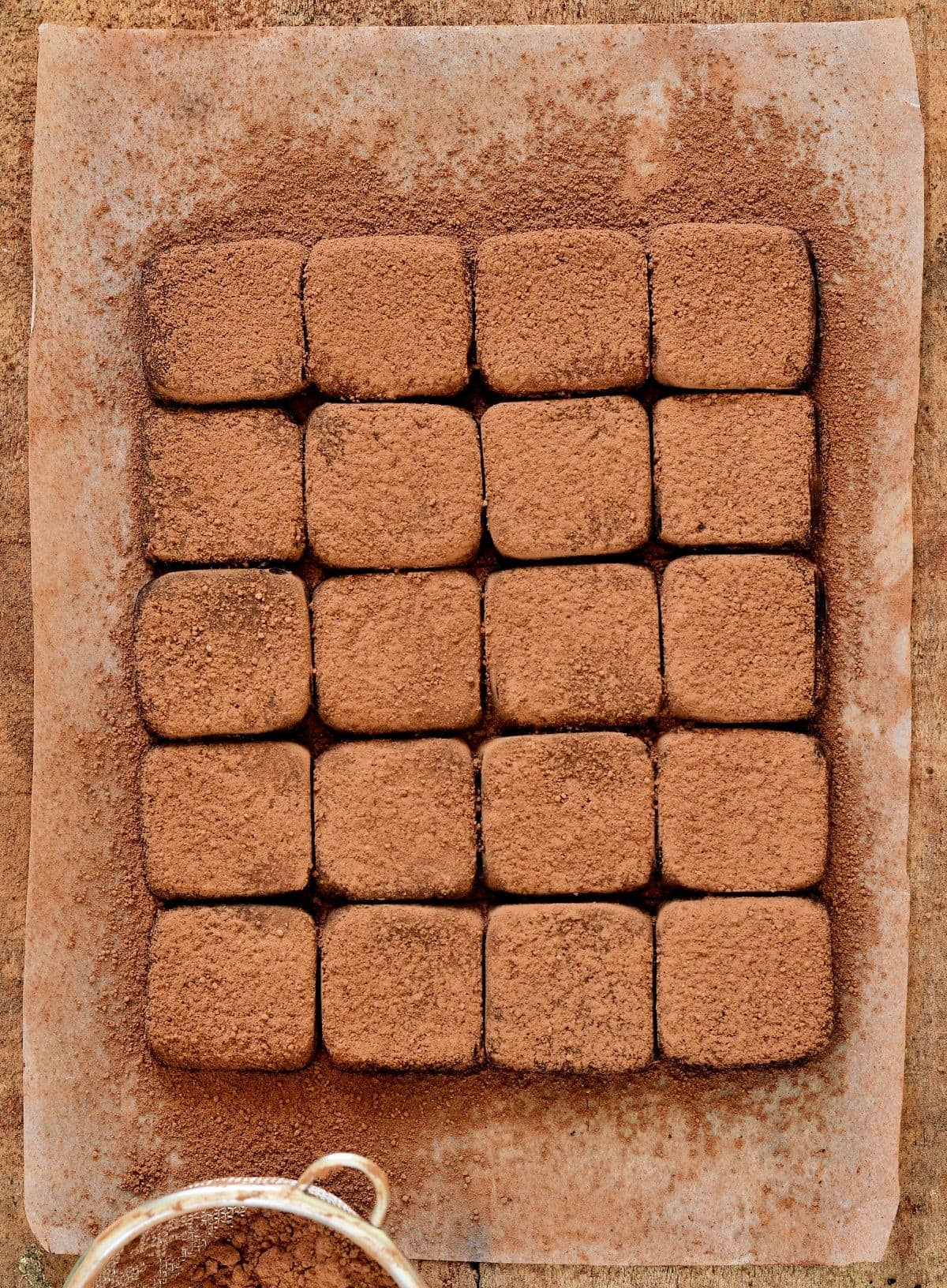 Kondensmilch-Trüffel mit Kakaopulver