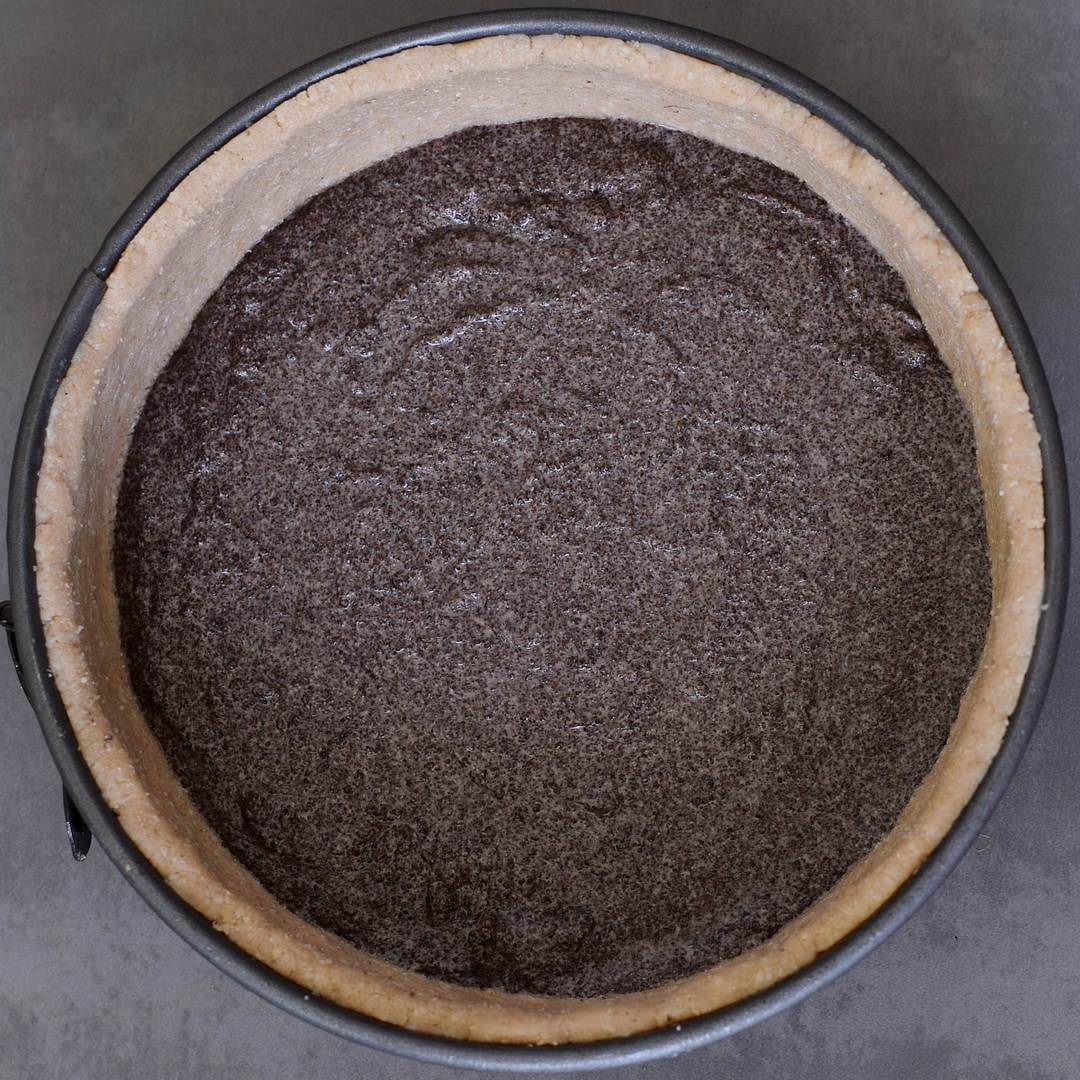 poppy seed layer in gluten-free cake crust
