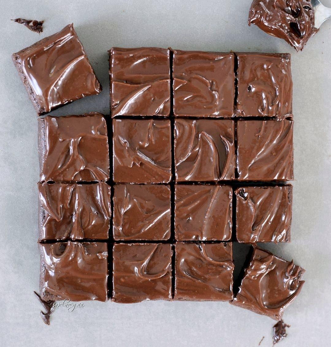 16 Brownie-Stücke mit gesunder Schokoladenglasur