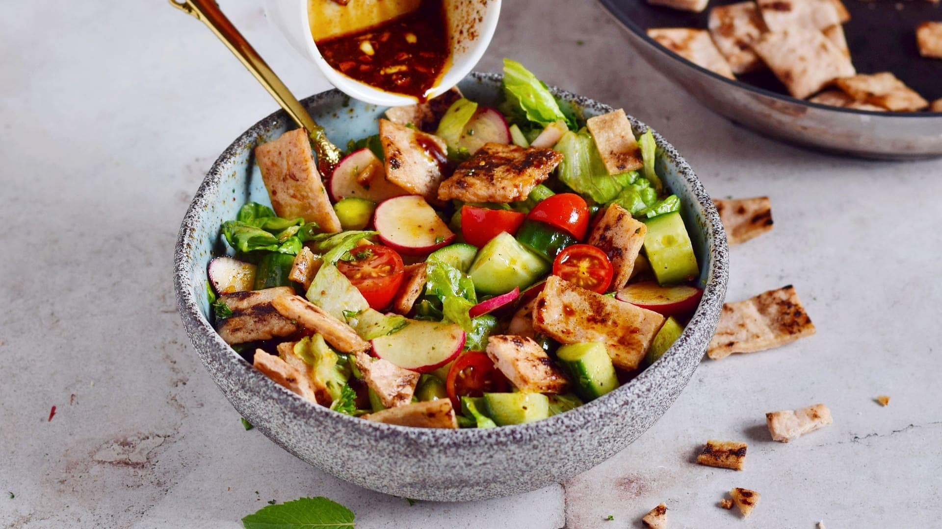 Queraufnahme von Fattoush-Salat