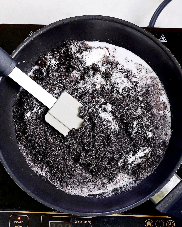 preparation of poppy seed filling in pan